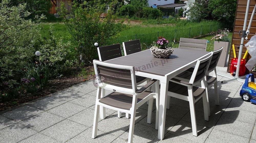 Zestaw ogrodowy z poliwoodu biało-brązowy na dużym patio