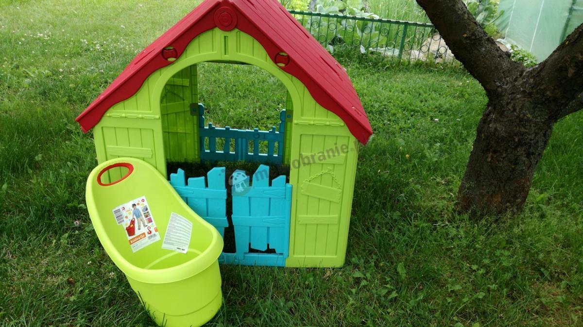 Zestaw zielonych zabawek dla dziecka - składany domek ogrodowy i taczka Keter