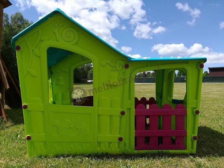 Zielony domek dziecięcy do ogrodu bezpieczny dla dzieci z drzwiczkami