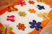 Pomarańczowy dywan z motylkami