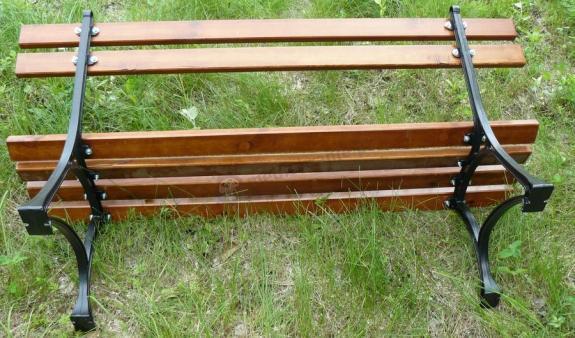 montaż ławki ogrodowej królewskiej