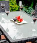stół czarny technorattanowy ze szklanym blatem