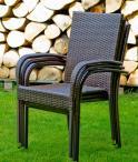Sztaplowane krzesła z zestawu Duo