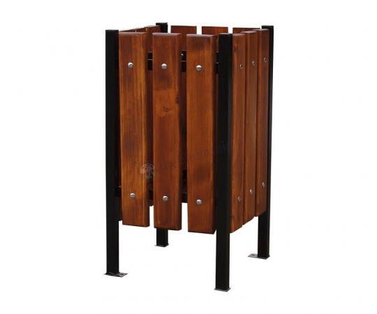 Kwadratowy kosz drewniany na śmieci na czterech nogach