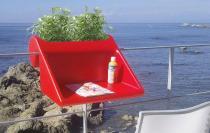 Stolik nowoczesny czerwony na balkon Balkonzept z pojemnikiem