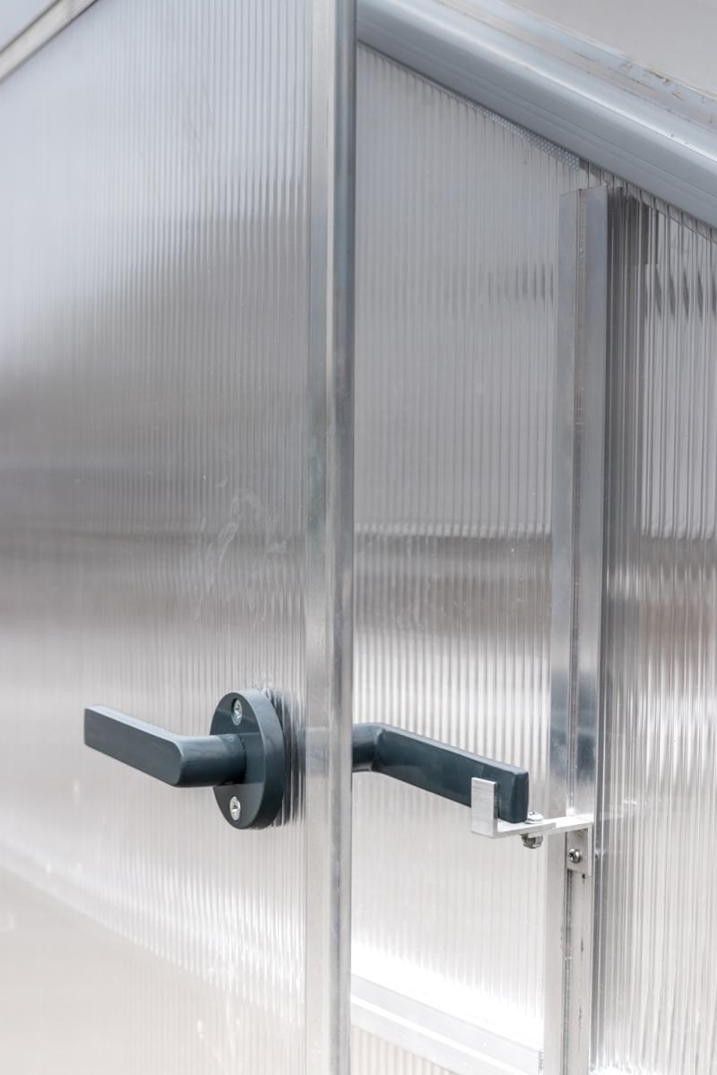 Blokada drzwi szklarni z poliwęglanu