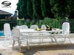 Nardi Creta krzesło tarasowe w basenowej aranżacji