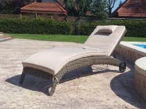 Technorattanowy leżak ogrodowy na kółkach Altea brązowy mat
