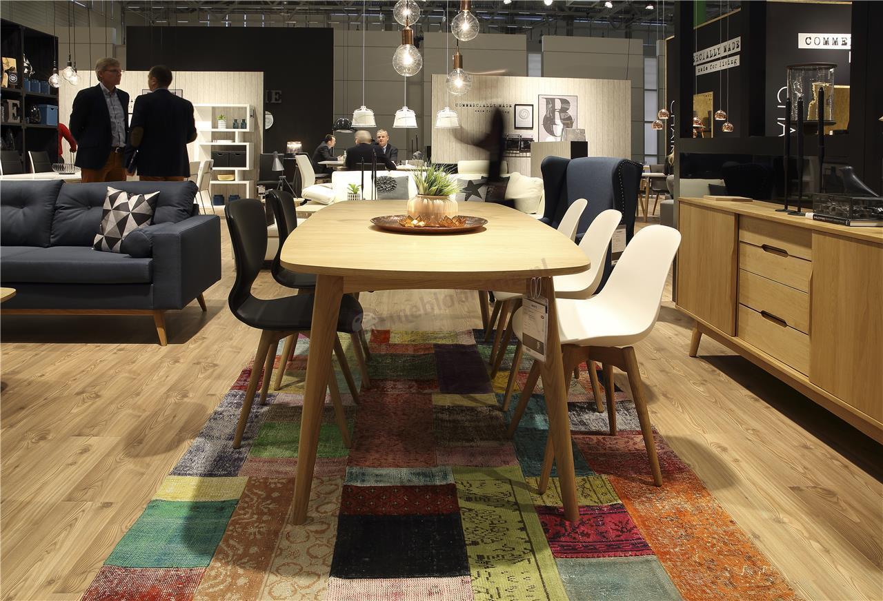 Actona Gongli krzesło tapicerowane czarną ekoskórą - aranżacja