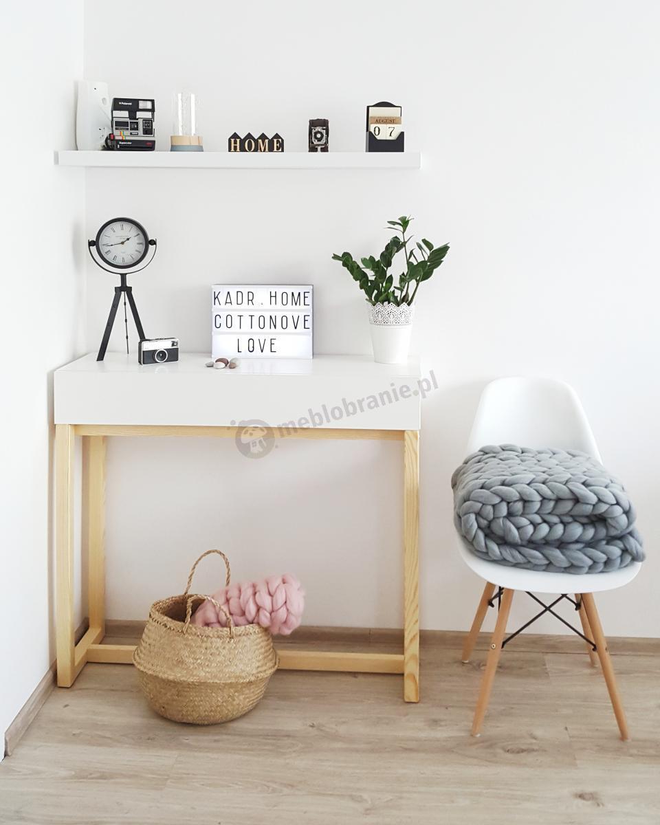 Biała minimalistyczna konsola z szufladą