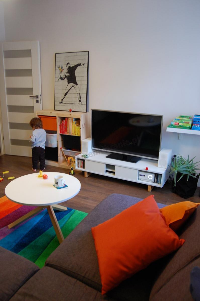 Biała minimalistyczna szafka RTV