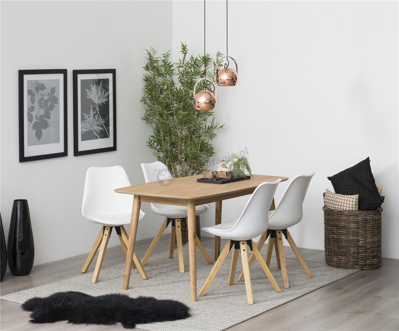Actona Nagano stół dębowy nowoczesny biały w aranżacji z białymi krzesłami