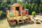Drewniany domek dla dzieci na platformie Maciej