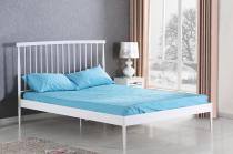 Białe łóżko ze stalową ramą i zagłówkiem 160cm Brenda