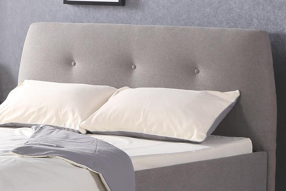 Tapicerowany zagłówek łóżka z guzikami
