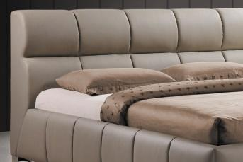 Łóżko z tapicerowanym wezgłowiem
