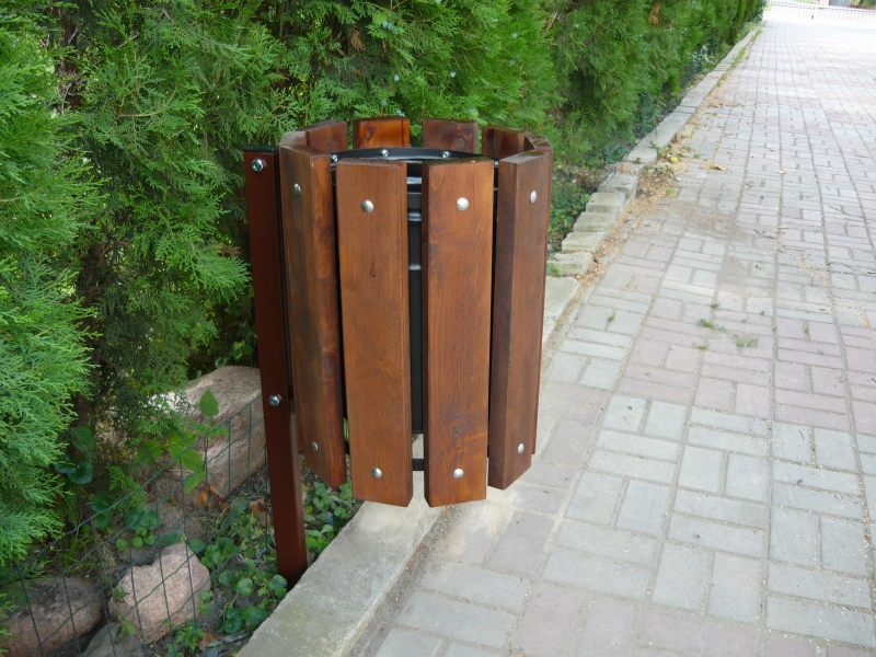 Zaktualizowano Okrągły drewniany kosz na śmieci uliczne z podstawą KC2 HN84